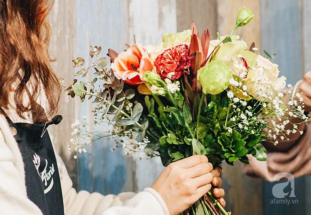 2 cách cắm hoa Tết đẹp lung linh dành cho gia đình trẻ với chi phí chỉ khoảng 1 triệu đồng - Ảnh 3.