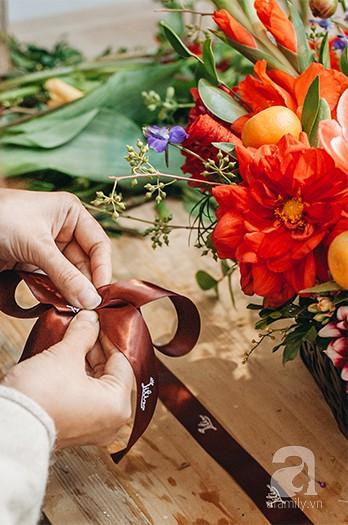 2 cách cắm hoa Tết đẹp lung linh dành cho gia đình trẻ với chi phí chỉ khoảng 1 triệu đồng - Ảnh 5.