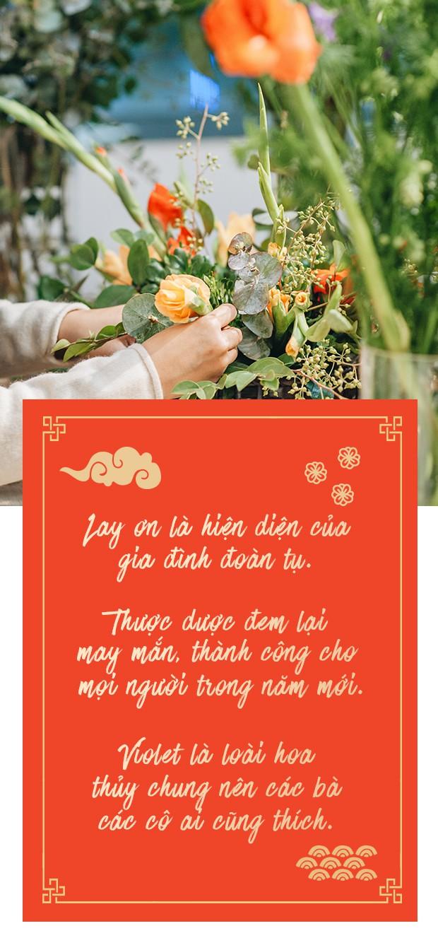 2 cách cắm hoa Tết đẹp lung linh dành cho gia đình trẻ với chi phí chỉ khoảng 1 triệu đồng - Ảnh 1.