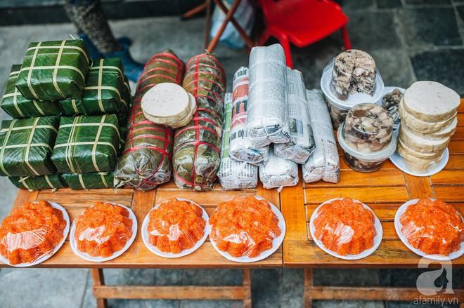 Những ngày cuối năm, đi chợ Tết để mua về niềm vui, gợi về kí ức thời ông bà anh - Ảnh 4.