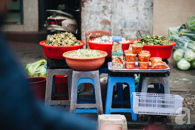 Những ngày cuối năm, đi chợ Tết để mua về niềm vui, gợi về ký ức thời ông bà anh - Ảnh 6.