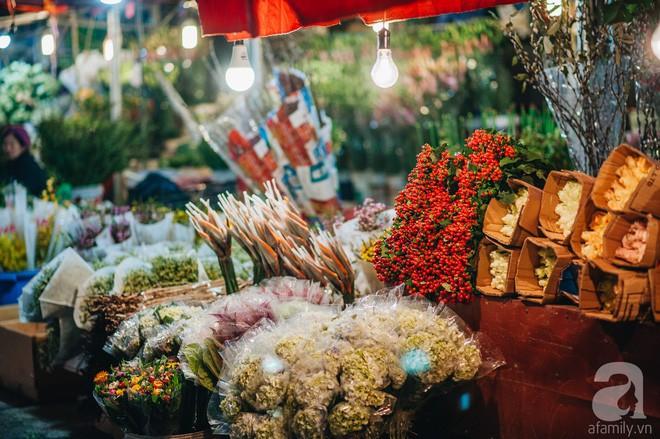 Những ngày cuối năm, đi chợ Tết để mua về niềm vui, gợi về ký ức thời ông bà anh - Ảnh 17.