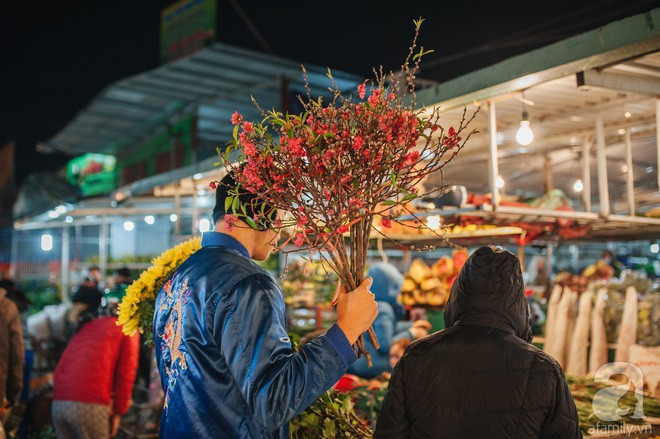 Những ngày cuối năm, đi chợ Tết để mua về niềm vui, gợi về kí ức thời ông bà anh - Ảnh 20.