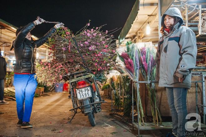 Những ngày cuối năm, đi chợ Tết để mua về niềm vui, gợi về ký ức thời ông bà anh - Ảnh 18.