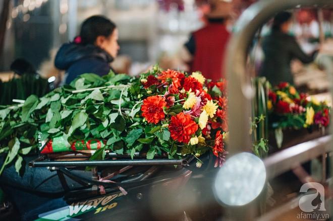 Những ngày cuối năm, đi chợ Tết để mua về niềm vui, gợi về ký ức thời ông bà anh - Ảnh 27.