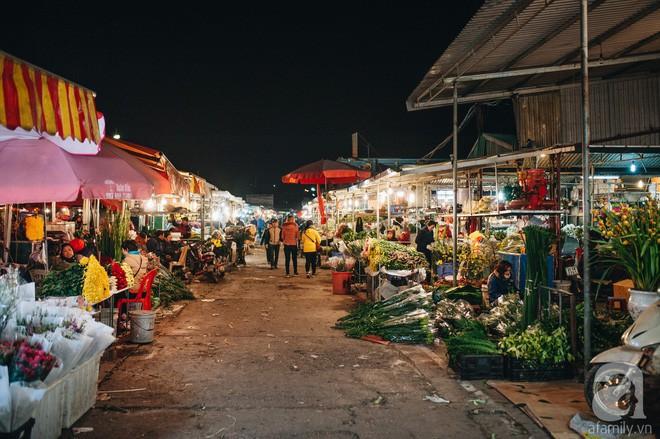 Những ngày cuối năm, đi chợ Tết để mua về niềm vui, gợi về ký ức thời ông bà anh - Ảnh 16.