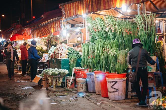 Những ngày cuối năm, đi chợ Tết để mua về niềm vui, gợi về ký ức thời ông bà anh - Ảnh 23.