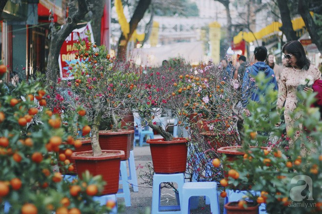 Những ngày cuối năm, đi chợ Tết để mua về niềm vui, gợi về ký ức thời ông bà anh - Ảnh 29.