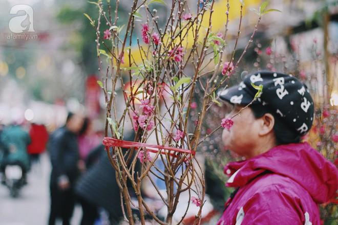 Những ngày cuối năm, đi chợ Tết để mua về niềm vui, gợi về kí ức thời ông bà anh - Ảnh 36.