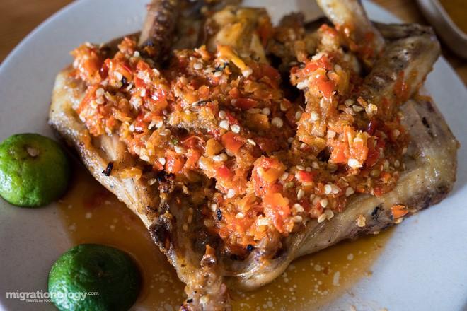 Món gà cay Ayam Taliwang ở Indonesia vừa nhìn thôi là dạ dày đã phải lên tiếng - Ảnh 13.