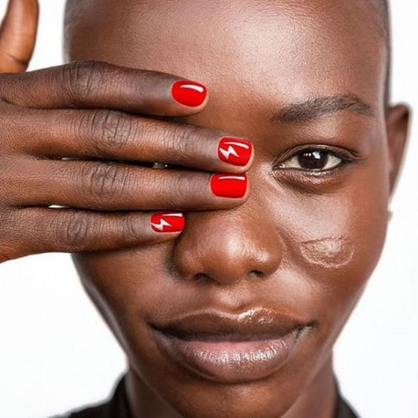22 mẫu nail đỏ 'vừa đẹp vừa sang' cho nàng tỏa sáng trong dịp Tết Mậu Tuất 2018 - Ảnh 16.
