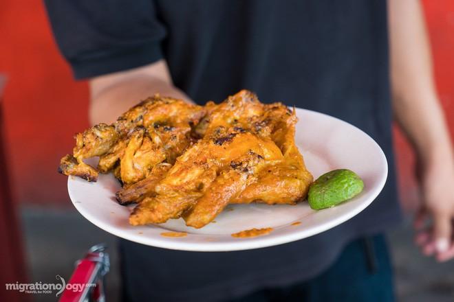 Món gà cay Ayam Taliwang ở Indonesia vừa nhìn thôi là dạ dày đã phải lên tiếng - Ảnh 3.