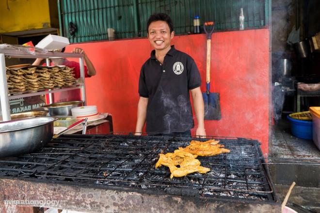 Món gà cay Ayam Taliwang ở Indonesia vừa nhìn thôi là dạ dày đã phải lên tiếng - Ảnh 4.