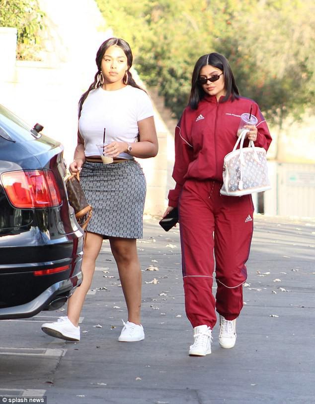 Kylie Jenner khoe xe hơi sang chảnh, chính thức tái xuất showbiz sau nhiều tháng ở ẩn - Ảnh 4.