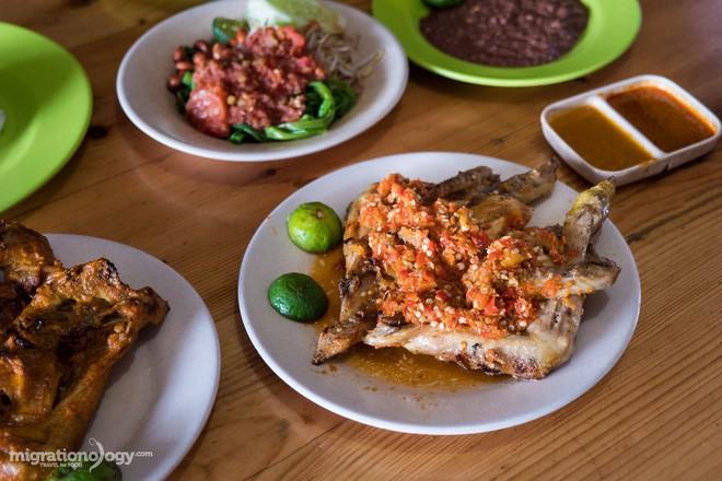 Món gà cay Ayam Taliwang ở Indonesia vừa nhìn thôi là dạ dày đã phải lên tiếng - Ảnh 7.