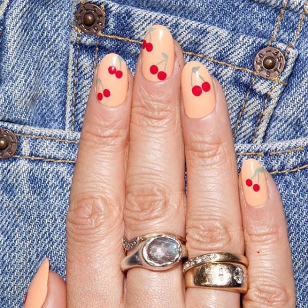 22 mẫu nail đỏ 'vừa đẹp vừa sang' cho nàng tỏa sáng trong dịp Tết Mậu Tuất 2018 - Ảnh 8.