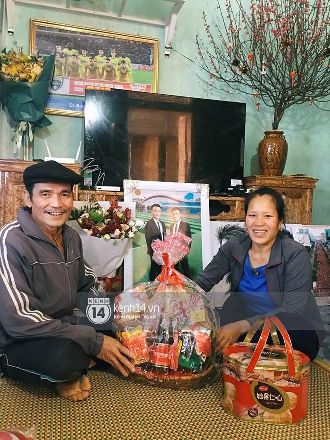 Anh em Tiến Dũng U23 về nhà ăn Tết, mua tivi mới cho gia đình vì muốn chúng con đá ở đâu, bố mẹ cũng có thể nhìn thấy - Ảnh 9.