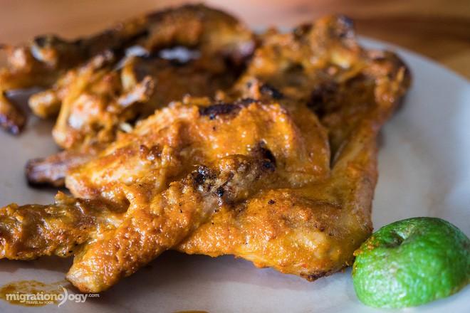 Món gà cay Ayam Taliwang ở Indonesia vừa nhìn thôi là dạ dày đã phải lên tiếng - Ảnh 10.