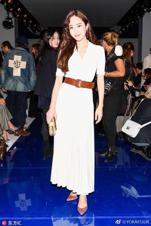 Chỉ diện đồ trắng mà công chúa băng giá Jessica Jung cũng đẹp xuất thần tại Tuần lễ thời trang New York - Ảnh 3.