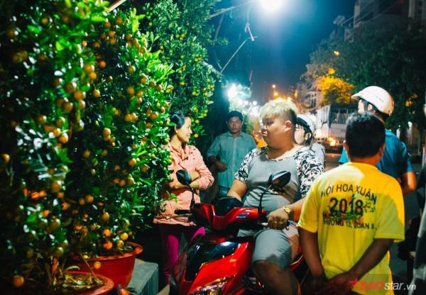 Co ro trắng đêm bán dịp Tết, người nông dân vẫn thấp thỏm vì tâm lý đợi đêm 30 mua hoa giờ chót - Ảnh 2.