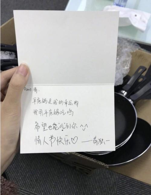 Lễ tình nhân 14/2: Cô gái nhận được quà 'bá đạo' với… 250 chiếc chảo - Ảnh 1.