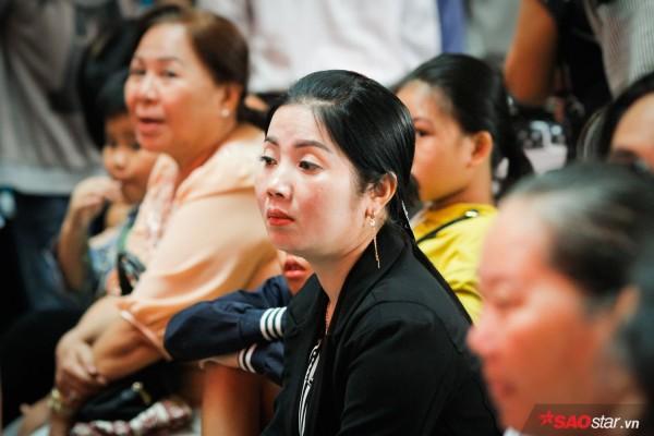 Hành khách khổ sở nằm vật vờ suốt đêm tại sân bay Tân Sơn Nhất chờ check-in - ảnh 11