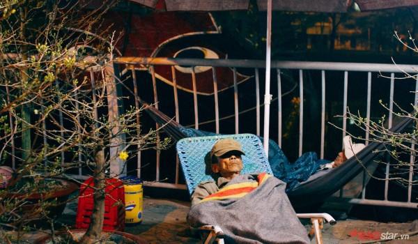 Co ro trắng đêm bán dịp Tết, người nông dân vẫn thấp thỏm vì tâm lý đợi đêm 30 mua hoa giờ chót - Ảnh 6.