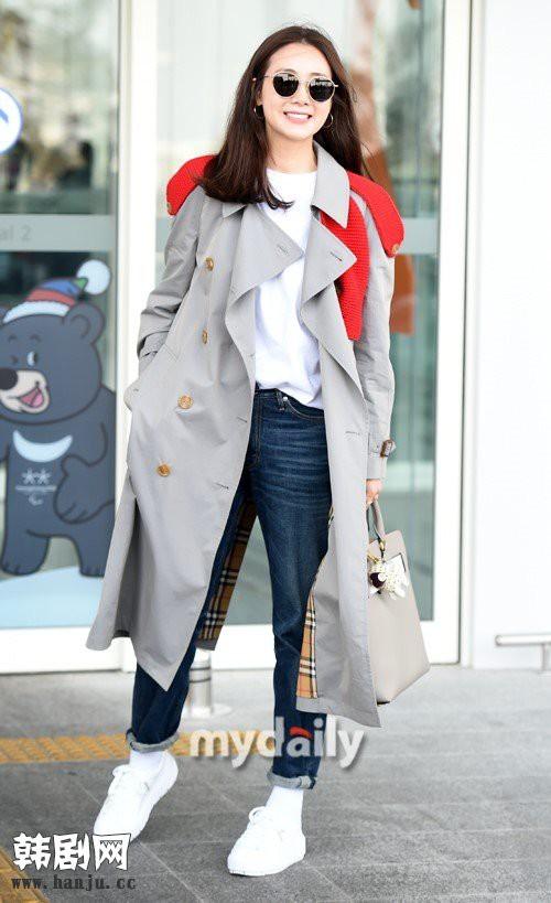Choi Ji Woo trẻ trung diện đồ như gái đôi mươi sang London tham dự tuần lễ thời trang - Ảnh 5.