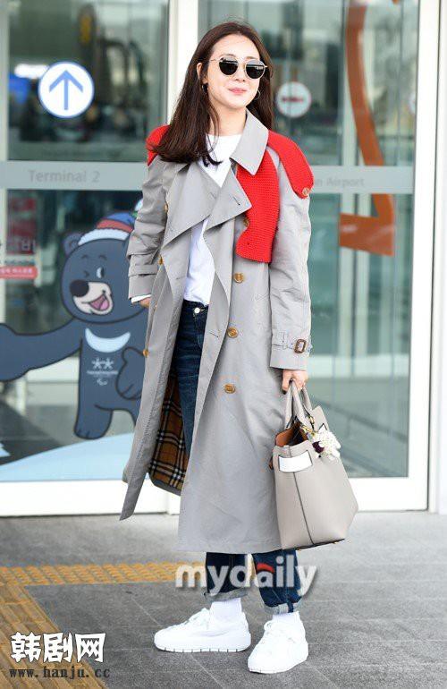 Choi Ji Woo trẻ trung diện đồ như gái đôi mươi sang London tham dự tuần lễ thời trang - Ảnh 7.