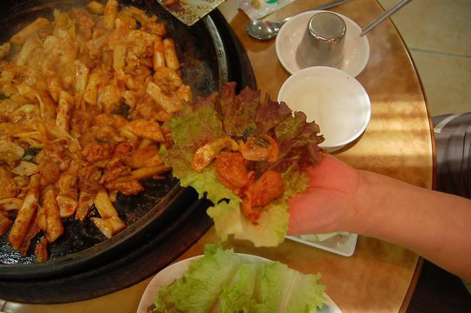 Câu chuyện đằng sau món lườn gà xào cay Dakgalbi, món ăn hấp dẫn nhất ở Chuncheon (Hàn Quốc) - ảnh 11