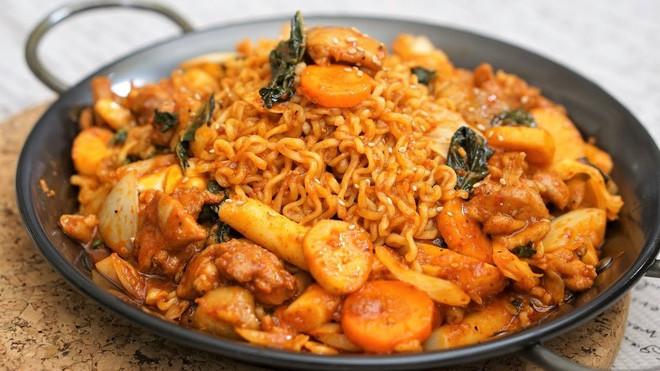 Câu chuyện đằng sau món lườn gà xào cay Dakgalbi, món ăn hấp dẫn nhất ở Chuncheon (Hàn Quốc) - ảnh 12