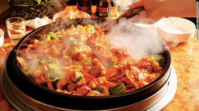 Câu chuyện đằng sau món lườn gà xào cay Dakgalbi, món ăn hấp dẫn nhất ở Chuncheon (Hàn Quốc) - ảnh 3