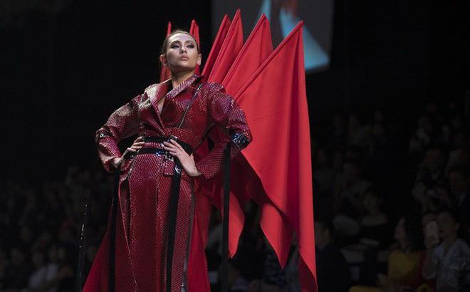 Nếu thấy trang phục của Táo Xã Hội quen quen, chắc chắn là bạn xem Fashion Week rất kỹ! - Ảnh 4.