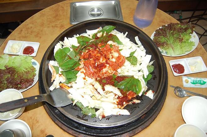 Câu chuyện đằng sau món lườn gà xào cay Dakgalbi, món ăn hấp dẫn nhất ở Chuncheon (Hàn Quốc) - ảnh 8