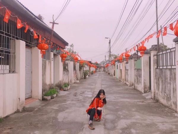 Quên việc khoe quà Valentine đi, giờ này phải khoe đường làng ngõ xóm trang trí Tết - ảnh 9