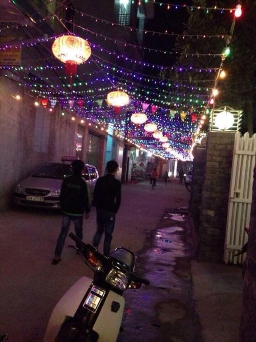 Quên việc khoe quà Valentine đi, giờ này phải khoe đường làng ngõ xóm trang trí Tết - ảnh 10