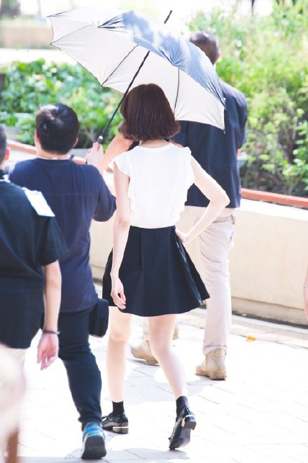 Xinh đẹp là thế, nhưng vì nhược điểm này mà Yoona nên tránh xa những kiểu váy ngắn - Ảnh 2.