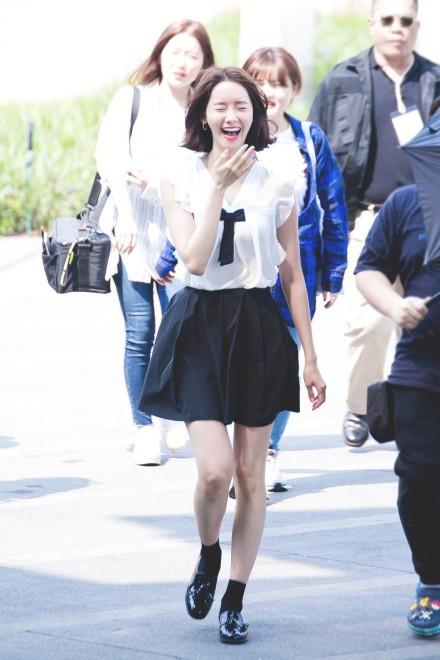 Xinh đẹp là thế, nhưng vì nhược điểm này mà Yoona nên tránh xa những kiểu váy ngắn - Ảnh 1.