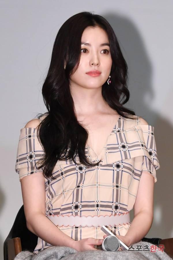 Mỹ nhân Hoa – Hàn đụng hàng: giữa Cổ Lực Na Trát và Han Hyo Joo, liệu ai sẽ nổi trội hơn? - Ảnh 1.