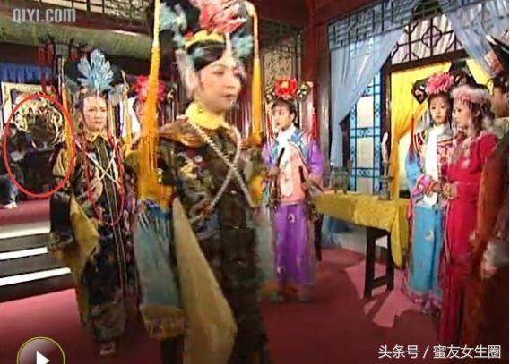 Phát lại sau 20 năm, Hoàn Châu cách cách bị khán giả soi ra nhiều sạn phim gây cười - Ảnh 4.