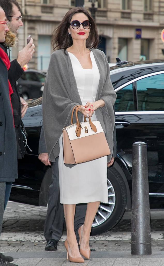 Diện đồ đơn giản, nhưng ít ai ngờ Angelina Jolie đã chi gần 500 triệu đồng cho trang phục trong chuyến đi Paris vừa qua - Ảnh 1.