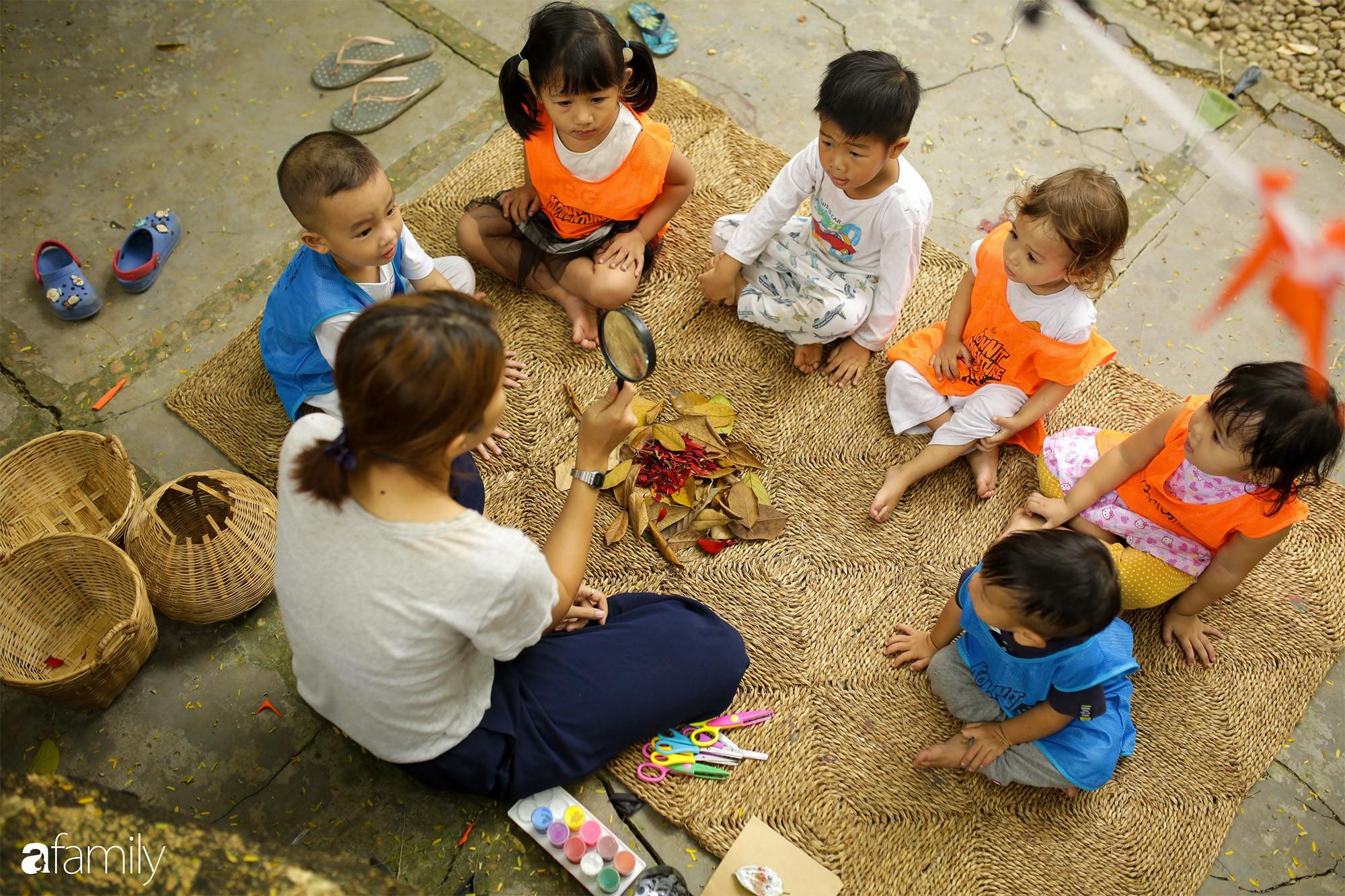 """Trường mẫu giáo lạ lùng giữa Sài Gòn: không có lớp học để trẻ thỏa sức """"dầm mưa dãi nắng"""" cả ngày - Ảnh 7."""