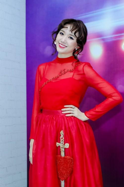 Bí quyết trang điểm 'không tuổi' của bà xã Trấn Thành ở đời thường và trên thảm đỏ - Ảnh 6.