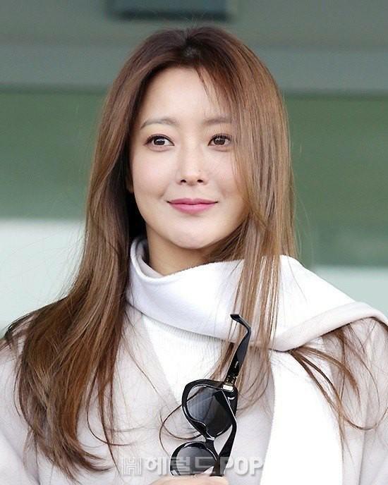 Mỹ nhân không tuổi Kim Hee Sun lên đường sang Milan dự tuần lễ thời trang - Ảnh 3.