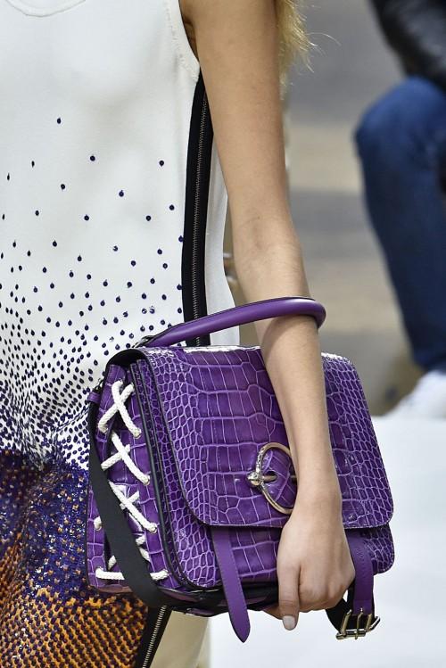 Loạt túi xách tại London Fashion Week hứa hẹn sẽ gây sốt đầu năm 2018 - Ảnh 1.