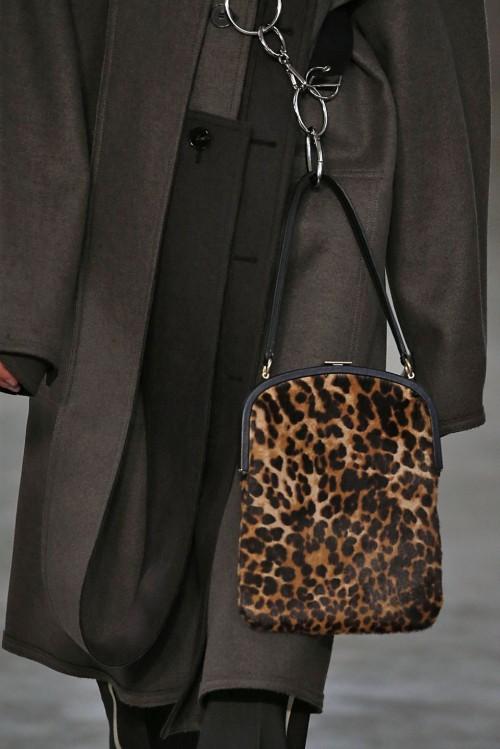Loạt túi xách tại London Fashion Week hứa hẹn sẽ gây sốt đầu năm 2018 - Ảnh 11.