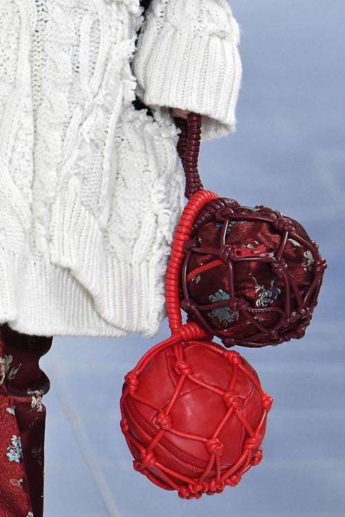 Loạt túi xách tại London Fashion Week hứa hẹn sẽ gây sốt đầu năm 2018 - Ảnh 16.