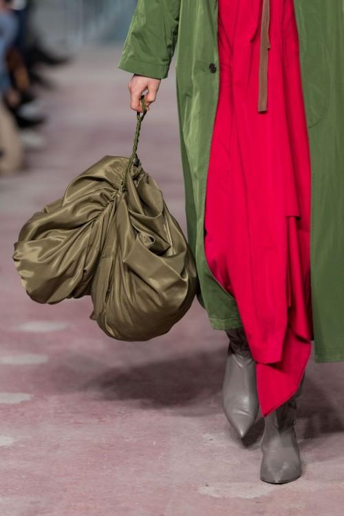 Loạt túi xách tại London Fashion Week hứa hẹn sẽ gây sốt đầu năm 2018 - Ảnh 17.