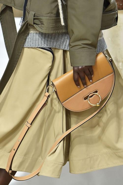 Loạt túi xách tại London Fashion Week hứa hẹn sẽ gây sốt đầu năm 2018 - Ảnh 19.
