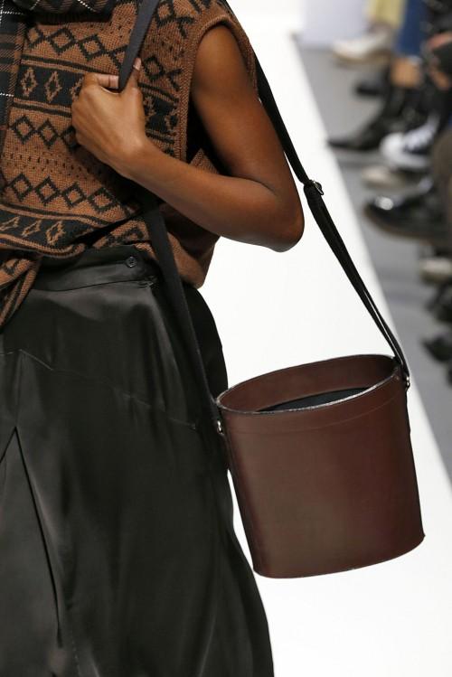 Loạt túi xách tại London Fashion Week hứa hẹn sẽ gây sốt đầu năm 2018 - Ảnh 21.